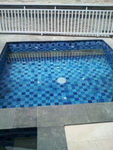 pembuatan kolam renang air hangat dengan sistem instalasi jacuzzi